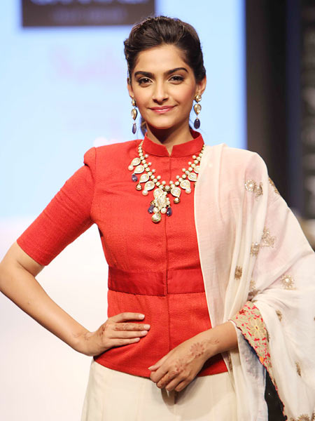 Sonam Kapoor Classic Look with an Equally Striking Necklace