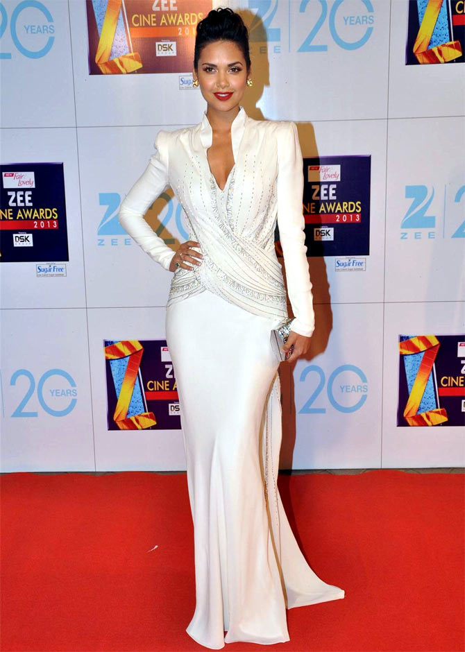 Esha Gupta in Zee Cinema Awards