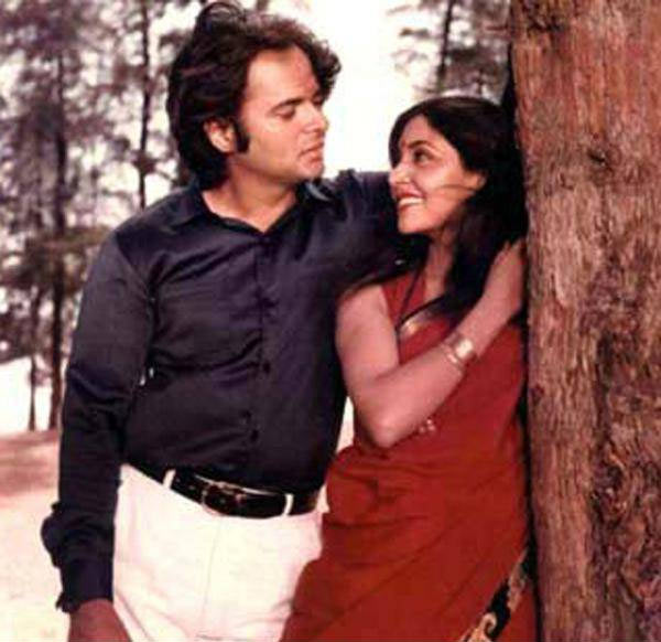 Farooque Sheikh with Deepti Naval in Kissi Se Na Kehna