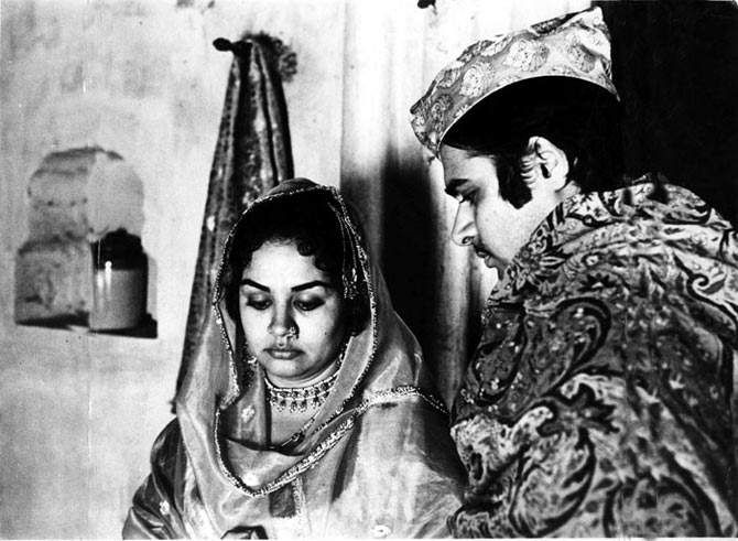 Farooque Sheikh with Fardia Jalal in Shatranj Ke Khiladi.