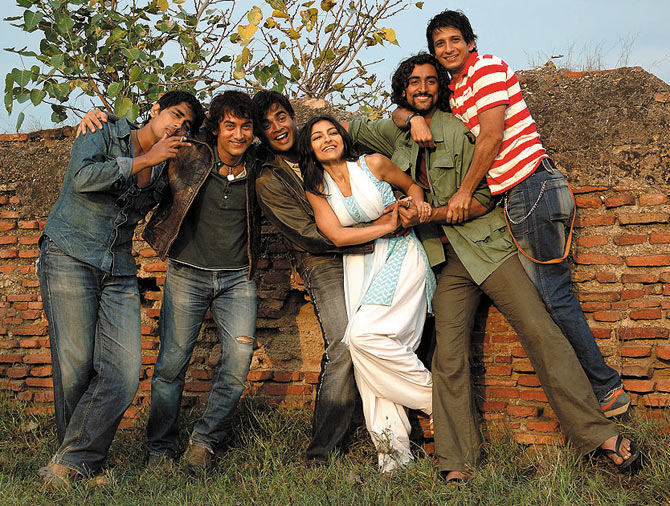 Siddharth, Aamir Khan, R Madhavan, Sohal Ali Khan, Kunal Kapoor and Sharman Joshi in Rang De Basanti