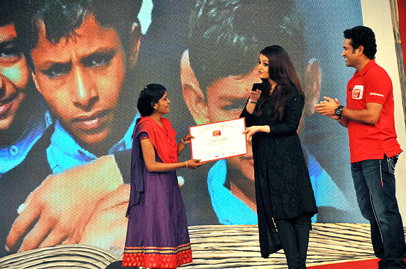 Aishwarya Rai Bachchan and Sachin Tendulkar give away the certificates