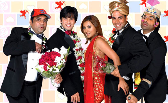 Akshay Kumar with Paresh Rawal, Shahid Kapoor, Rimi Sen and Sunil Shetty in Deewane Huye Paagal