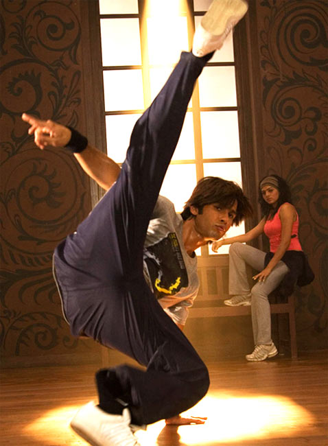 Shahid Kapoor in Chance Pe Dance