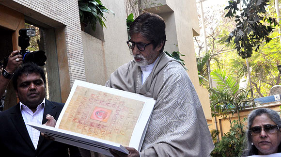 Amitabh Bachchan shows his book, Jaya