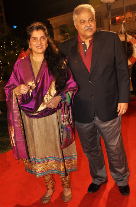 Satish Shah along with his wife Madhu