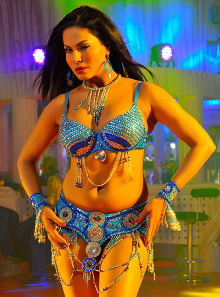 Veena Malik in Silk Sakkath Maga