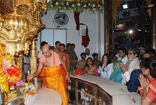 The Bachchans at Siddhivinayak temple