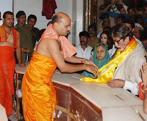 Bachchans at Siddhivinayak