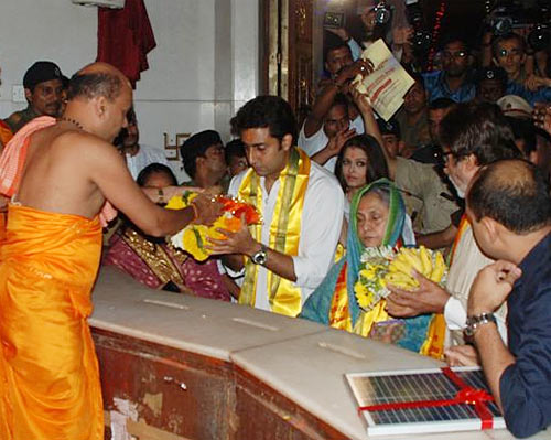 Bachchans at Siddhivinayak temple