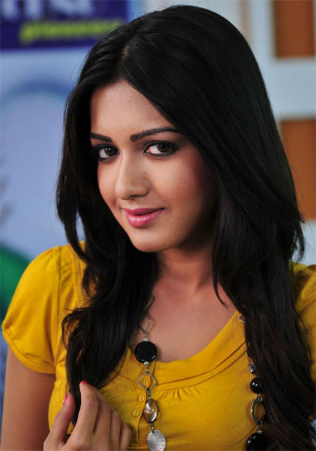 Catherine Tresa in Chamak Challo