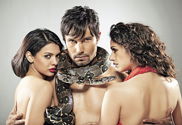 Sara Loren, Randeep Hooda and Aditi Rao Hydari in Murder-3