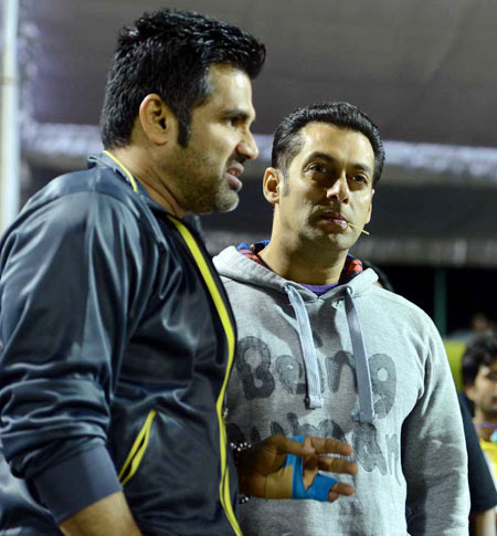 Suneil Shetty and Salman Khan