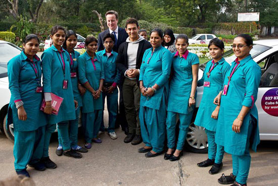 Aamir Khan and David Cameron with the women cab drivers