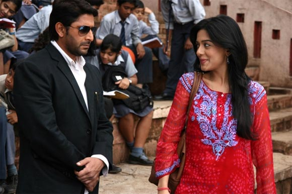 Arshad Warsi and Amrita Rao in Jolly LLB