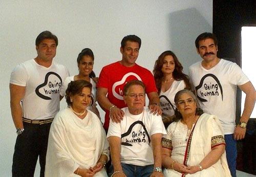 Sohail Khan, Arpita Khan, Salma Khan, Alvira Agnihotri, Arbaaz Khan. Seating, from right to left: Salma Khan, Salim Khan and Helen