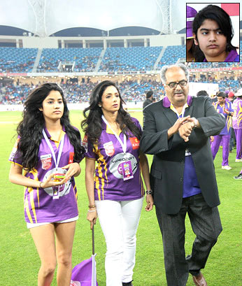 Sridevi and Boney Kapoor with their daughters Jhanvi and Kushi