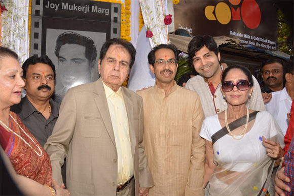 Saira Banu, Dilip Kumar and  Uddhav Thackeray with other guests