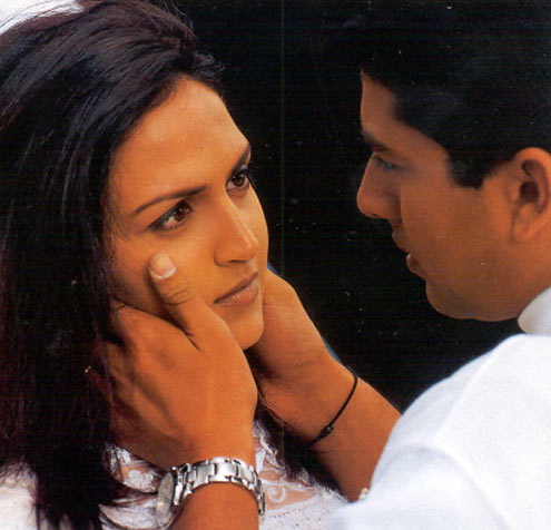Esha Deol with Aftab Shivdasani in Koi Mere Dil Se Pooche