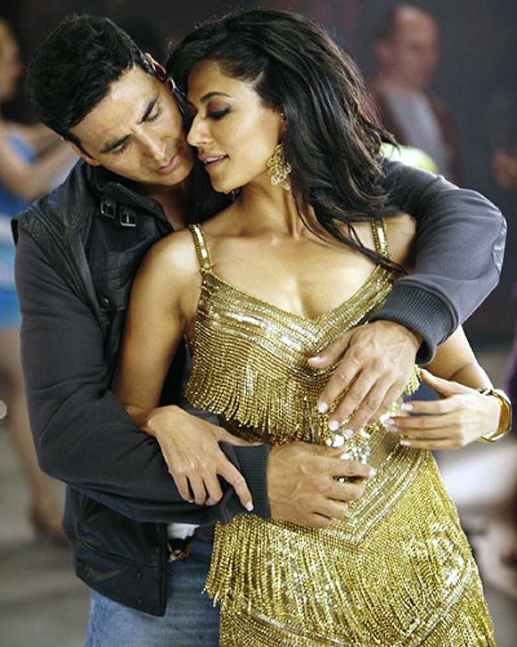 Chitrangada Singh with Akshay Kumar in Desi Boyz