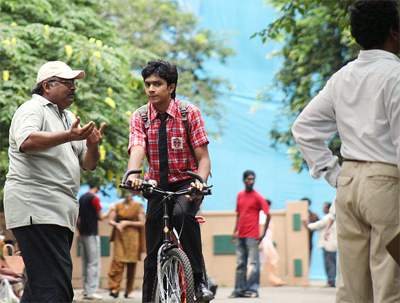 Balaji Saktivel explains a scene of  Vazhakku Enn 18/9