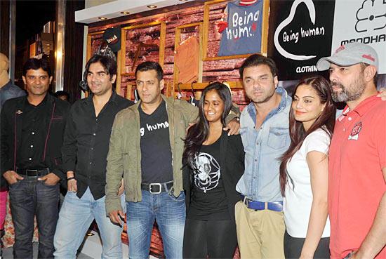 Manish Mandhana, Arbaaz, Salman, Arpita, Sohail, Alvira and Atul Kulkarni