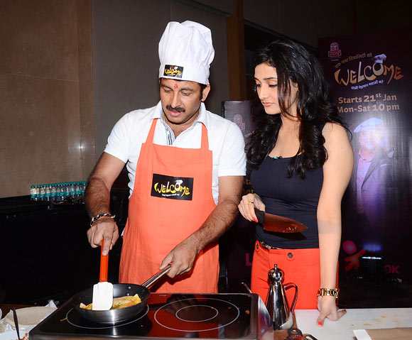 Ragini Khanna with Manoj Tiwary