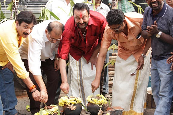 Sanjay Dutt prepares Pongal Paanai with K S Ravikumar and Ramesh Kanna