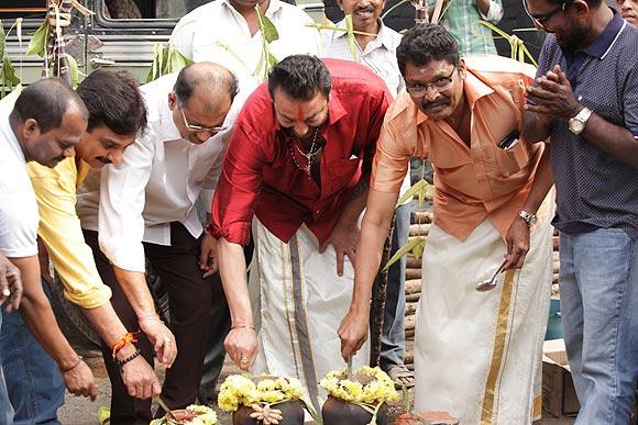 Sanjay Dutt prepares Pongal Panai with K S Ravikumar and Ramesh Kanna