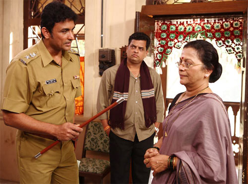 Sharad Ponkse, Ajinkya Deo and Seema Deo in Jetaa