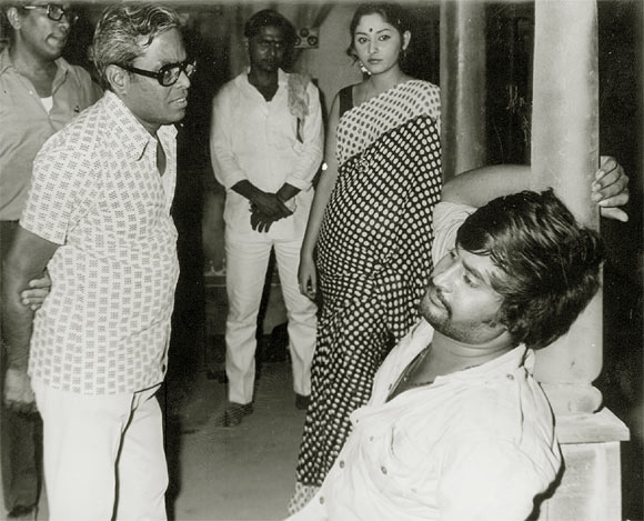 K. Balachander, Jayaprada and Rajinikanth on the sets of Anthuleni Kath