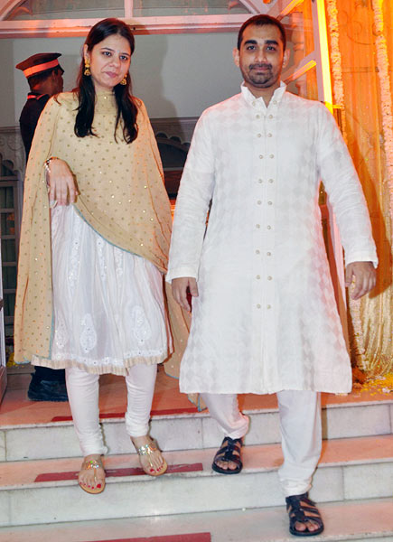 Kunal Deshmukh with wife
