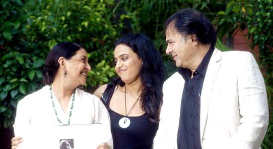 Deepti Naval, Swara Bhaskar, Farooque Shaikh in Listen Amaya