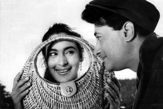 Nutan and Dev Anand in Tere Ghar Ke Saamne