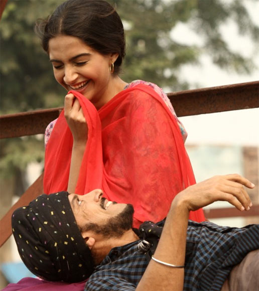 Farhan Akhtar and Sonam Kapoor in Bhag Milkha Bhag
