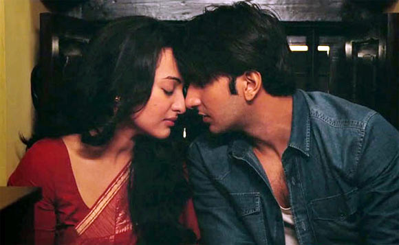 Sonakshi Sinha and Raveer Singh in Lootera