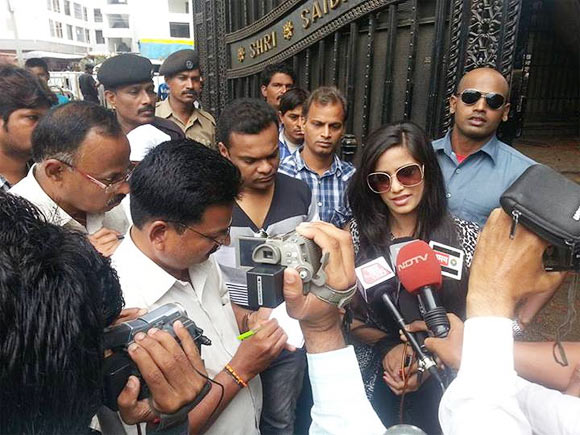 Poonam Pandey surrounded by media outside Sai Baba temple inShirdi