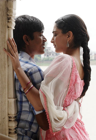 Dhanush and Sonam Kapoor in Raanjhanaa