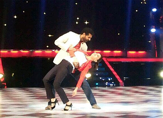 Prabhudeva and Madhuri Dixit on the sets of Jhalak Dikhla Jaa 6