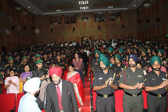 Milkha Singh Sonam Kapoor, Divya Dutta and Prasoon Joshi enter the auditorium
