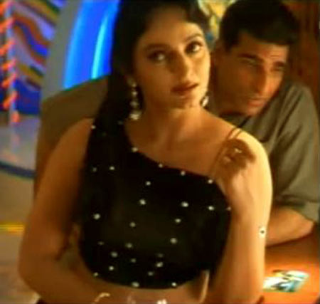 Upasna Singh with Mukesh Rishi in Sarfarosh
