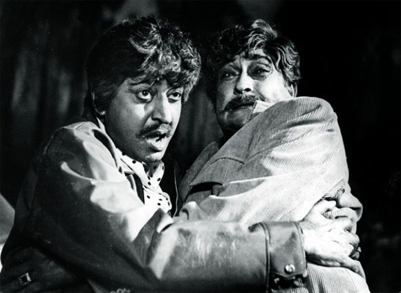 Pran with Ashok Kumar in Victoria No 203