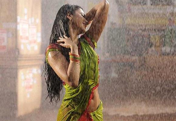 Shruti Haasan in Gabbar Singh