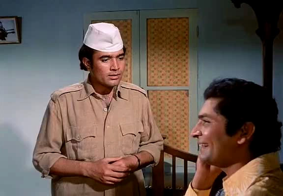 Rajesh Khanna with Asrani in Baawarchi