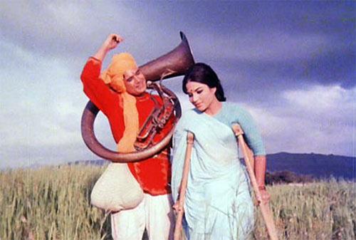 Rajesh Khanna with Kumari Naaz in Sachaa Jhutha