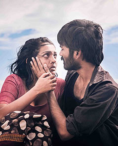 Parvathi Menon and Dhanush in Mariyaan