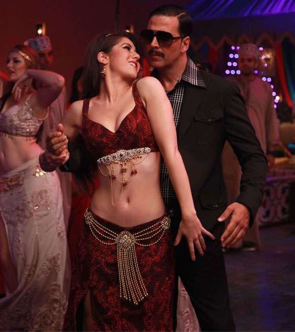 Akshay Kumar and Hazel Crowney in Once Upon A Time In Mumbai Dobaara!