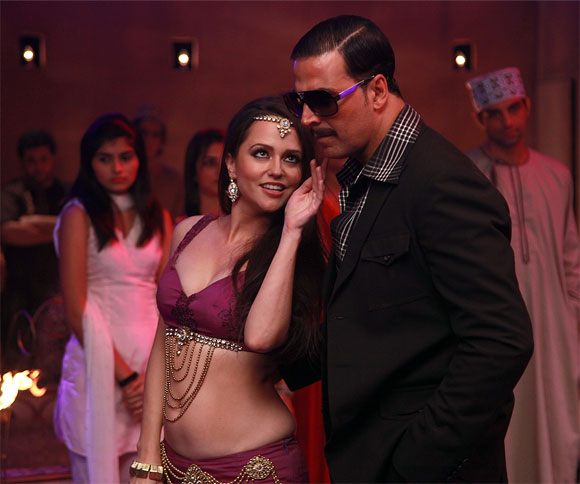 Hazel Croney and Akshay Kumar in Once Upon A Time In Mumbaai Dobaara