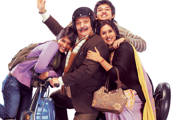 Rishi Kapoor with Aditi Vasudev, Neet Singh and Archit Krishna in Do Dooni Chaar