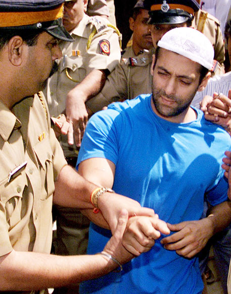 Salman Khan being escorted to a Mumbai court in 2002